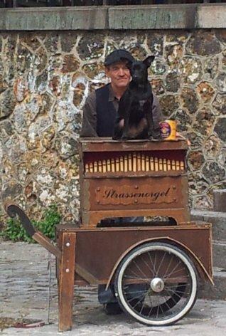 orgue de barbarie à Montmartre
