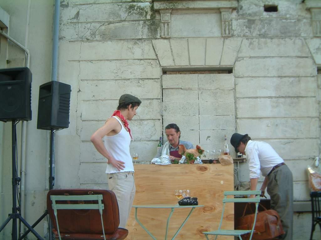 comédien Montmartre en chantant